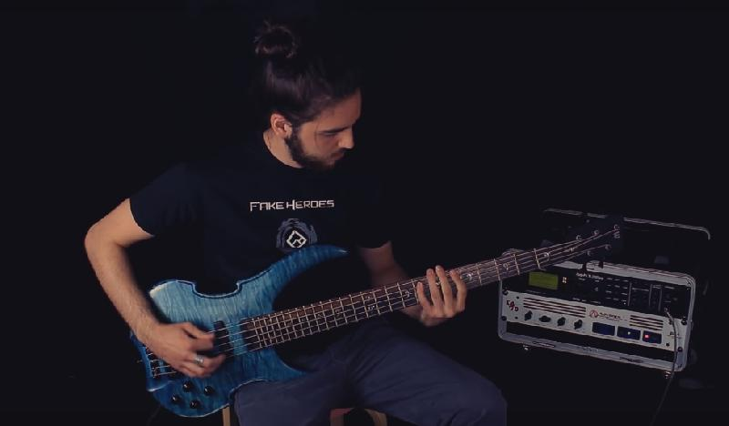 FAKE HEROES: nuovo bassista e playthrough video