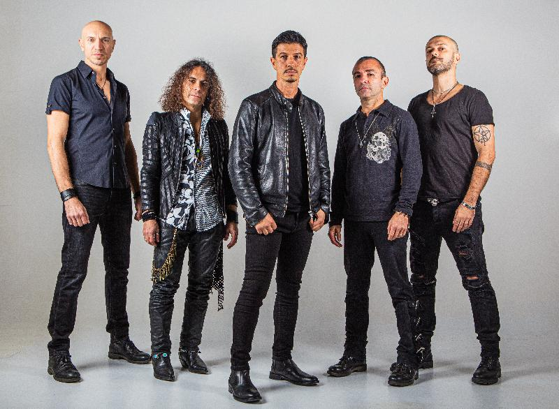 THE PROWLERS: firmano per Elevate Records